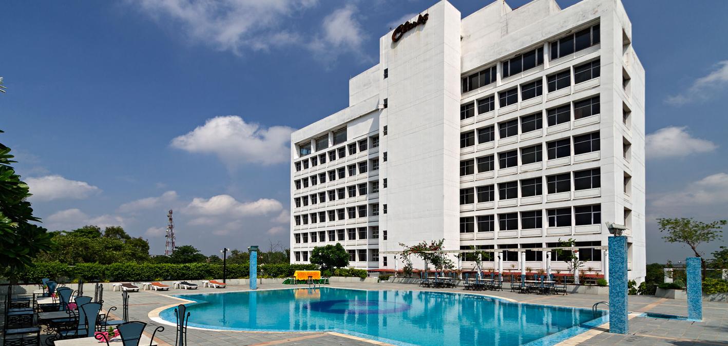Tara Gerard Paradise Hotel